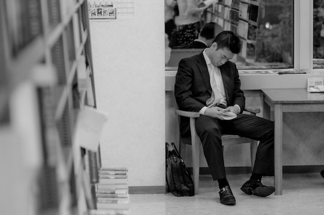 peoplesleepinginlibraries_03