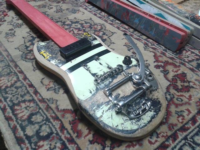 skate_guitars_03