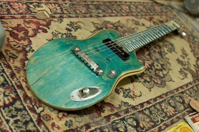 skate_guitars_04