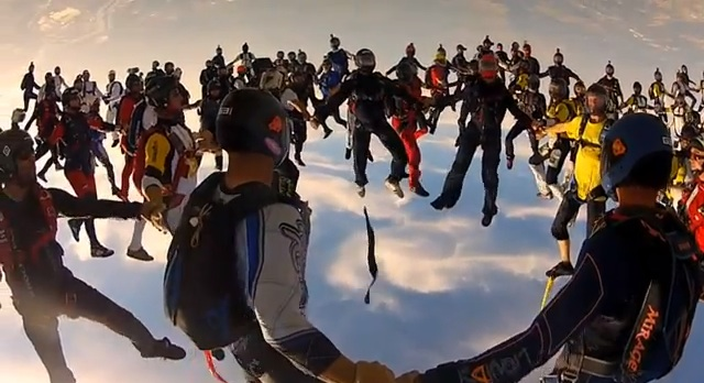 vertical_skydiving_worldrecord_01