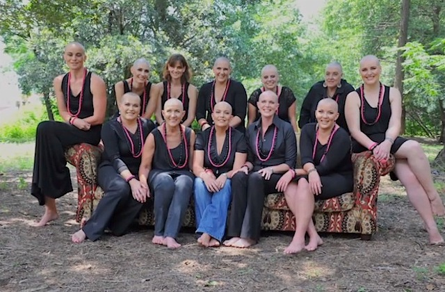 women_shave_head_for_friend_with_cancer_07